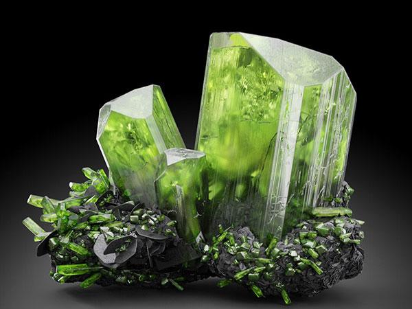 Tìm hiểu diopside là đá gì? vòng tay đá diopside hợp mệnh gì?
