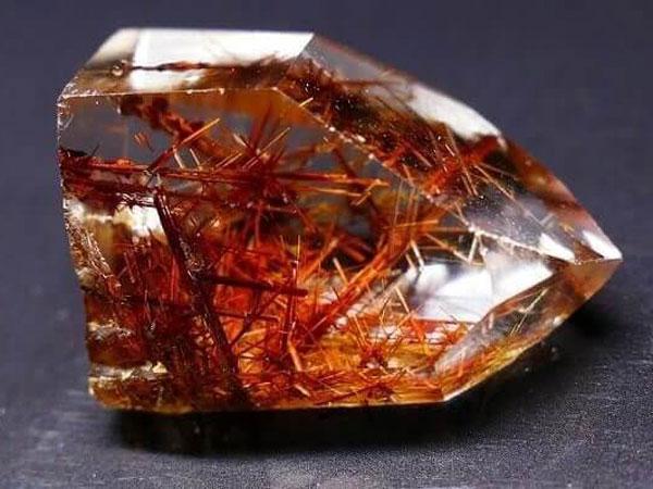 ĐÁ THẠCH ANH TÓC ĐỎ - Những ai hợp và không hợp với đá thạch anh tóc đỏ?