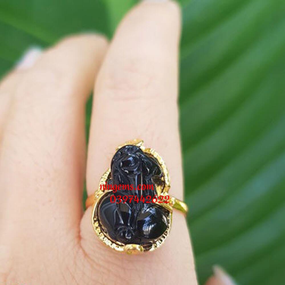 Nhẫn tỳ hưu đá olic đen