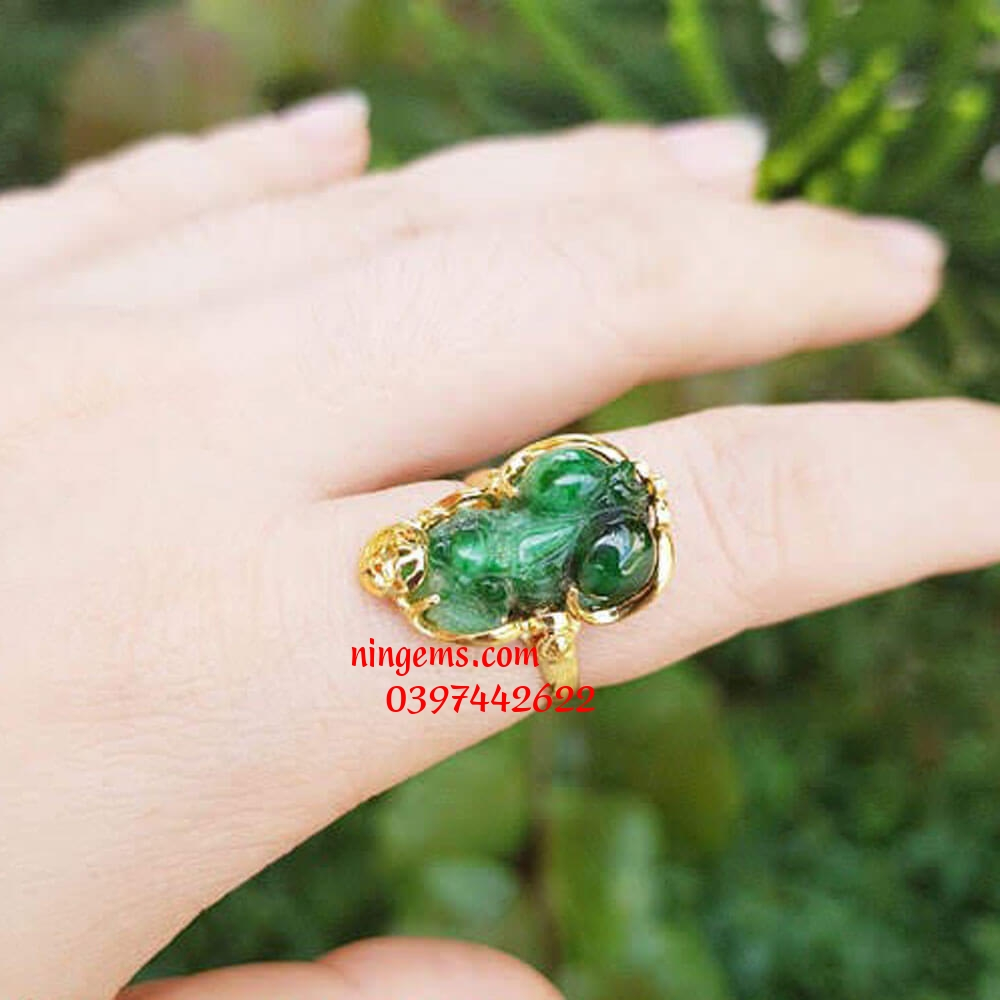 Nhẫn tỳ hưu ngọc phỉ thúy (jadeit)