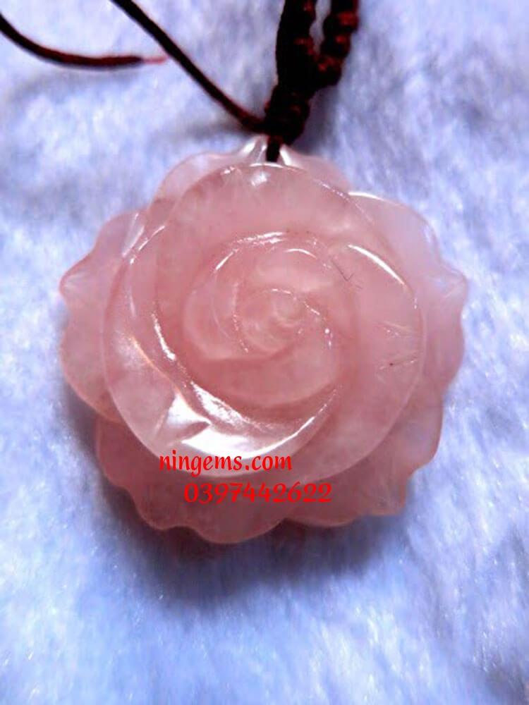 Hoa mẫu đơn đá thạch anh hồng