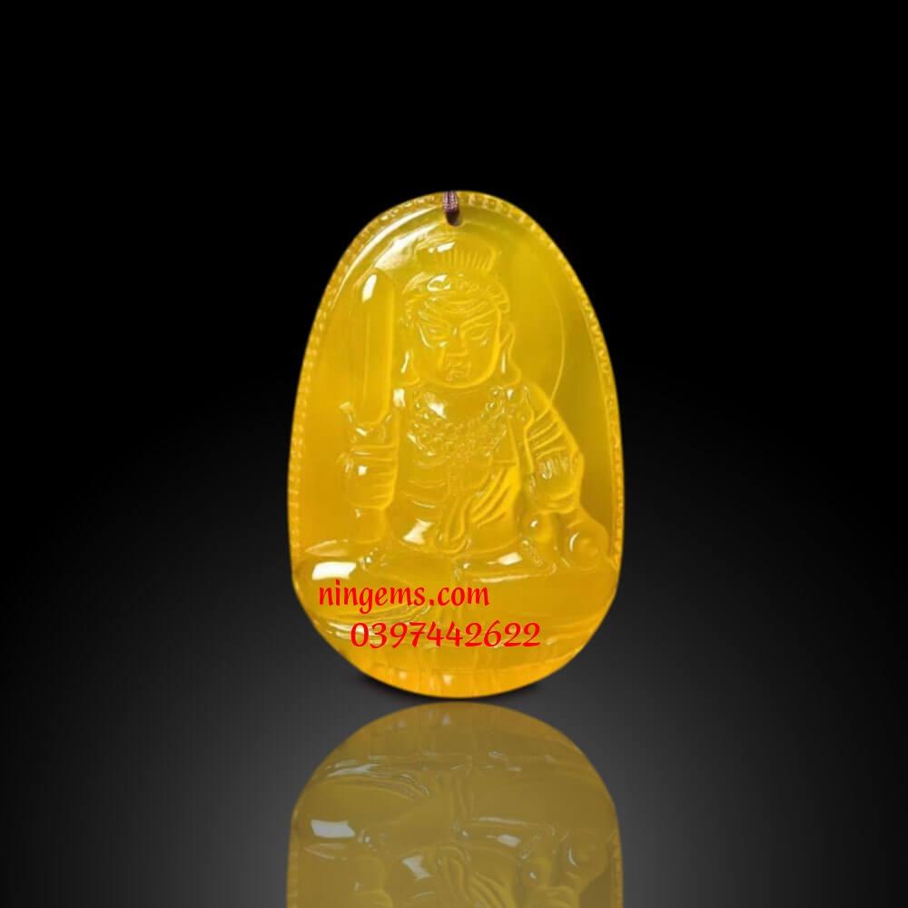 Phật bản mệnh Bất Động Minh Vương đá mã não vàng